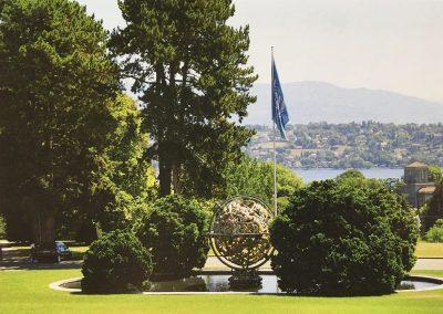 Slovenija je postala članica OZN 22. maja 1992, s potrditvijo Generalne skupščine. S sprejetjem v OZN se je končal proces osamosvajanja naše države, ki je tako postala suverena, neodvisna in mednarodno priznana država. Članstvo v OZN pomeni sprejemanje mnogih pomembnih odgovornosti, vendar po drugi strani ponuja številne priložnosti za uveljavitev v mednarodnih odnosih. Slovenija deluje v OZN prek svojih stalnih predstavništev pri sedežu organizacije v New Yorku, Ženevi in na Dunaju.