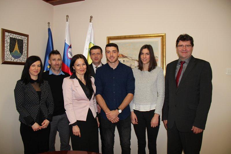 Luka Guček in Lara Omerzu sta obiskala župana